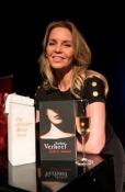 Esther Verhoef wint Gouden Strop 2016 voor Lieve Mama